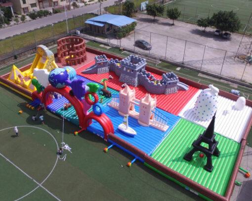 World Tour - Grootste springkussen ter wereld huren bij WE-inflate