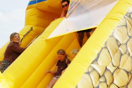 huur The World Tour, het grootste springkussen bij WE-inflate Enschede