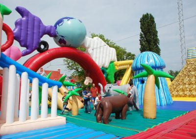 huur The World Tour, het grootste springkussen bij WE-inflate Enschede 1