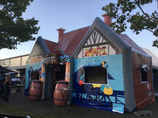 Zanzi Bar, opblaasbare feesttent, partytent, thema tent huren of kopen bij WE-inflate