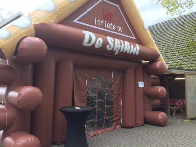 De ski-hut, opblaasbare feesttent, partytent, thema tent huren of kopen bij WE-inflate