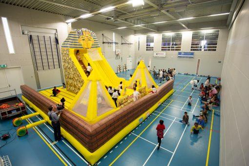 Huur het springkussen de Piramide van Egypte bij WE-inflate 3