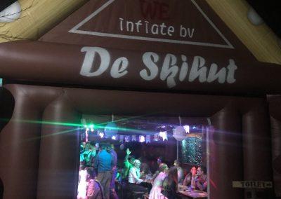 De ski hut, opblaasbare feesttent, partytent, thema tent huren of kopen bij WE-inflate
