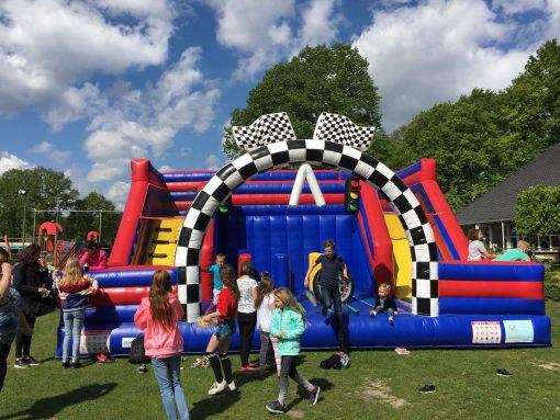 Racing, springkussen huren bij WE-inflate Enschede