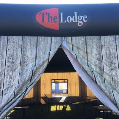 The Lodge, huur of koop een thematent, partytent, feeststent, verkooptent bij WE-inflate Enschede 1