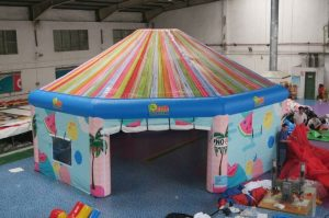 Club Tropicana, opblaasbare feesttent, partytent, thema tent huren of kopen bij WE-inflate