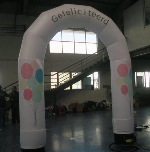 huur de ballonnenboog, opblaasbaar met led-verlichting en tekst gefeliciteerd bij WE-infate te Enschede