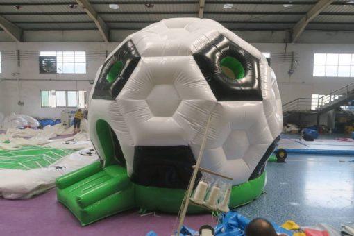 Opblaasbare voetbal te huur en te koop bij WE-inflate Enschede