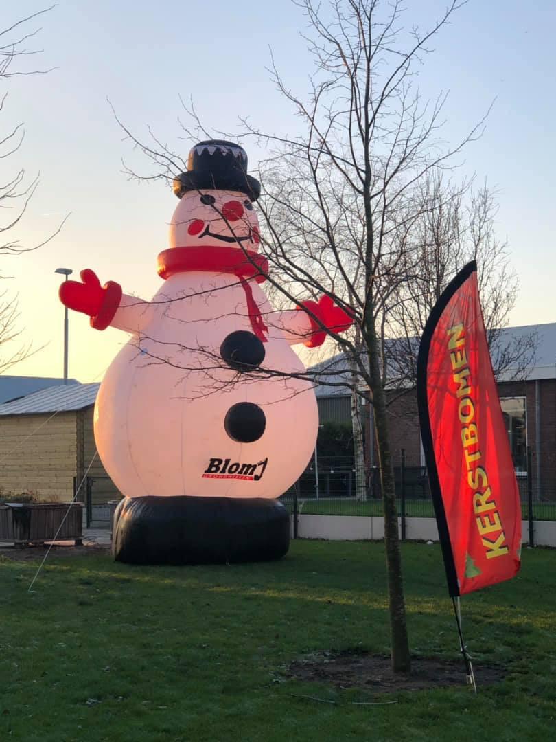 Opblaasbare Sneeuwpop te promotie van uw winterprodukt