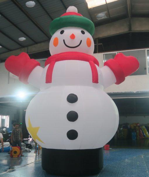 opblaasbare sneeuwpop te koop bij WE-inflate te Enschede